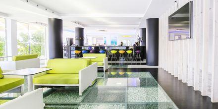 Lobbybar på hotell Rethymno Residence vid Rethymnon kust på Kreta, Grekland.