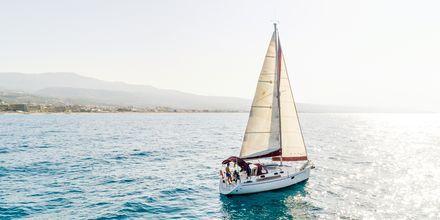 Vid Rethymnon kust njuter du av vackra utsikter.