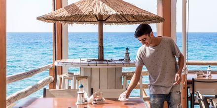 Restaurang med utsikt över havet.