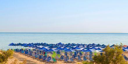 Strand vid hotell Kriti Beach i Rethymnon på Kreta.