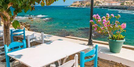 Lunch i Rethymnon stad, med första parkett vid vattnet.