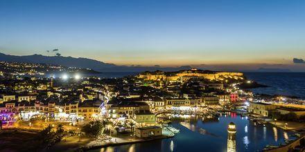 Kväll i Rethymnon stad på Kreta, Grekland.