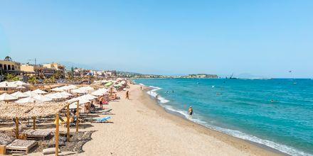 Strand i Rethymnon stad på Kreta.