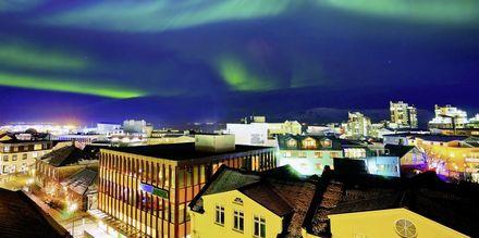 Norrsken över Reykjavik.