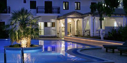 Poolområdet på hotell Rezi på Parga, Grekland.