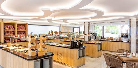 Restaurangen på hotell Rhodos Horizon City.