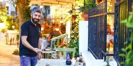 I Rhodos stad finns gott om restauranger och shoppingmöjligheter.