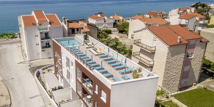 På taket finns hotellets pool.