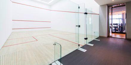 En av två squashbanor på Ritz-Carlton Doha, i Doha, Qatar.
