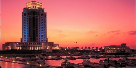 Ritz-Carlton Doha på kvällen.
