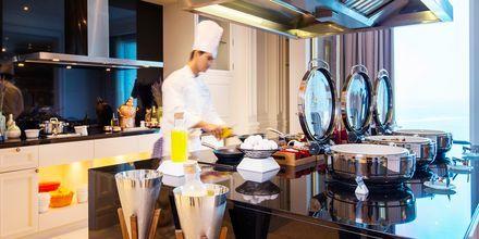 I Club Loungen erbjuds olika måltider och avsmakningar.