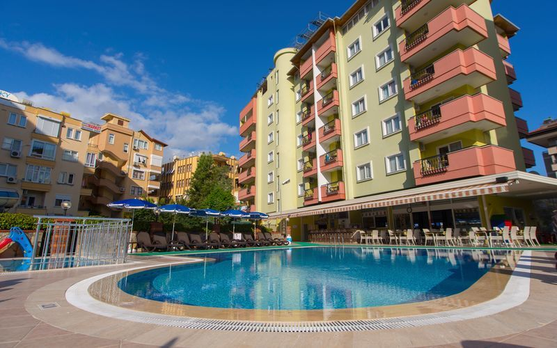 Poolområdet på hotell Riviera Apart i Alanya, Turkiet.