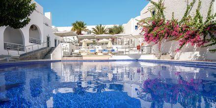 Pool vid RK Beach Hotel, Kamari, Santorini.