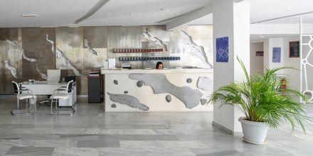 Lobby och reception på RK Beach Hotel, Kamari, Santorini.