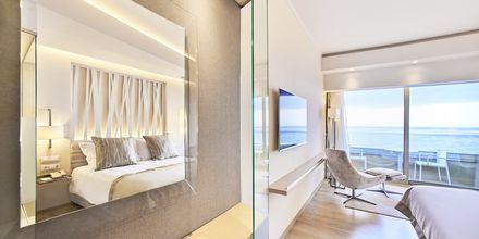 Deluxerum med havsutsikt på hotell Rodos Palace i Ixia på Rhodos, Grekland.