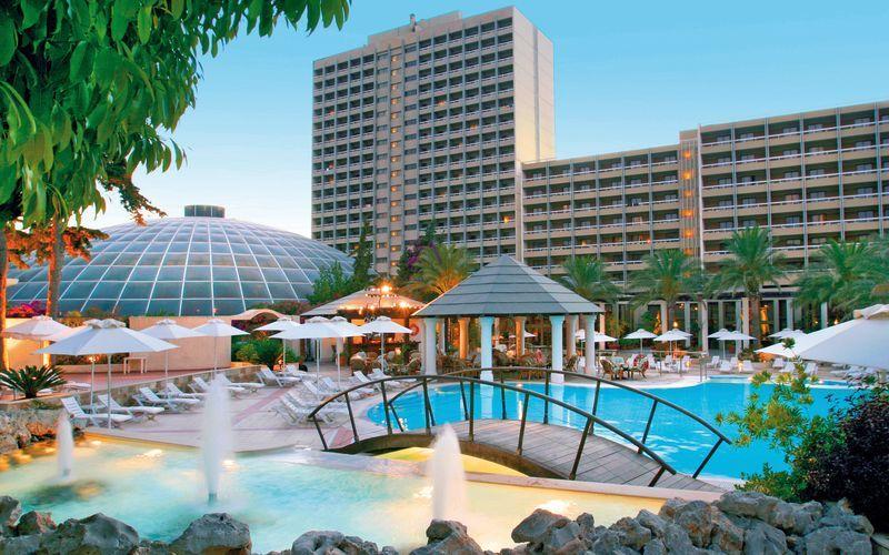 Poolområdet på hotell Rodos Palace i Ixia på Rhodos, Grekland.