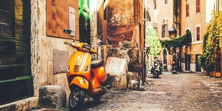 Mysiga gränder i Rom, Italien.