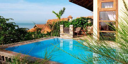 Deluxerum i bungalow på hotell Romana Resort i Phan Thiet, Vietnam.
