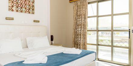 Tvårumslägenhet i strand-/poolbyggnad på hotell Rose i Kato Stalos på Kreta.