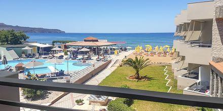 Enrumslägenhet med havsutsikt på hotell Rose i Kato Stalos på Kreta, Grekland.