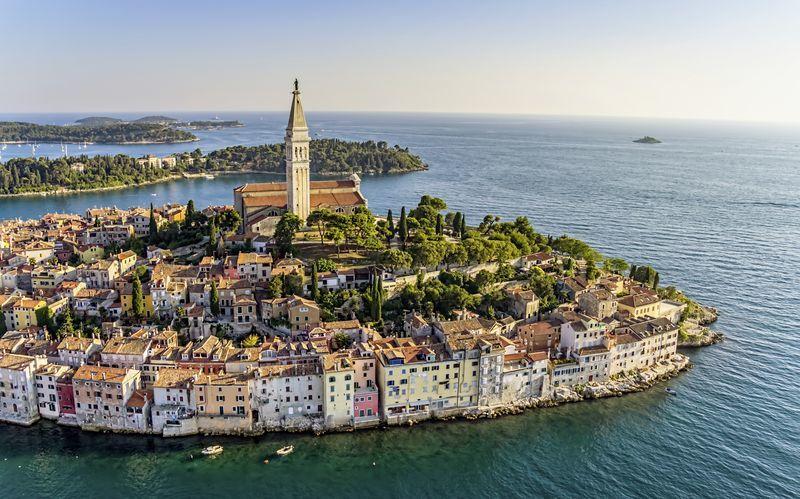 Rovinj är en av Istriens charmigaste kuststäder med kullerstensklädda gator och trånga gränder.