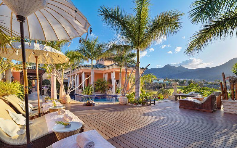 Poolområde på hotell Royal Garden Villas i Playa de las Americas, Teneriffa.