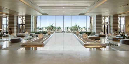 Lobby på hotell Saadiyat Rotana Resort & Villas i Abu Dhabi, Förenade Arabemiraten.