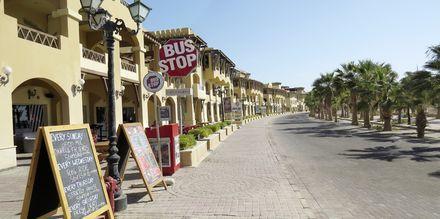 Strandpromenaden kantas av mysiga små caféer och restauranger.