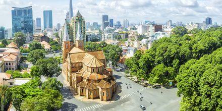 Imponerande Notre Dame Basilikan i Saigon, Vietnam.