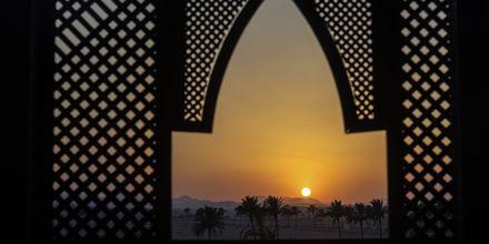 Solnedgång över öknen i Oman.