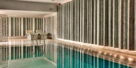 Inomhuspool på Salvator Hotel Villas & Spa i Parga, Grekland.