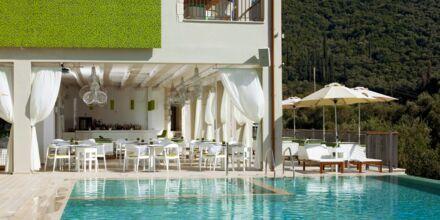 Poolområde på Salvator Hotel Villas & Spa i Parga, Grekland.