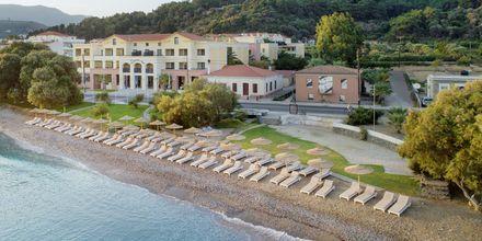 Stranden vid hotell  Samaina Inn i Karlovassi, Samos.