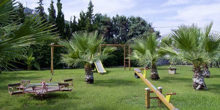 Lekplats på hotell  Samaina Inn i Karlovassi, Samos.