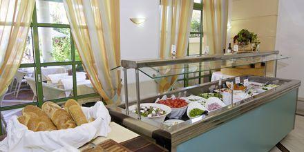 Buffé på hotell  Samaina Inn i Karlovassi, Samos.