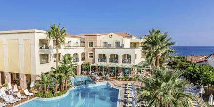 Pool på systerhotellet Samaina Inn i Karlovassi på Samos, Grekland.