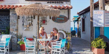 Mysigt café i Kokkari på Samos, Grekland.
