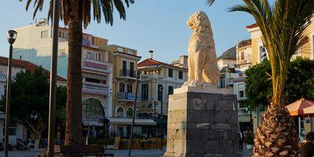 Lejonstatyn är ett berömt kännetecken för både Samos stad och Samos.
