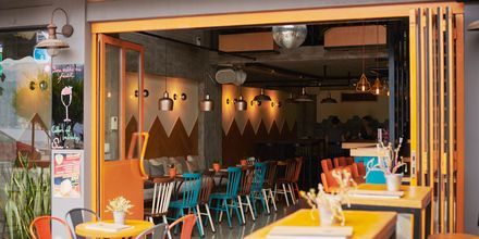 I Samos stad finns det gott om trevliga restauranger.