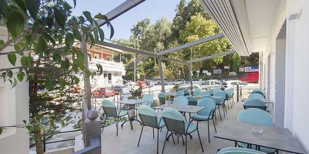 Terrass på hotell San Nectarinos i Parga.