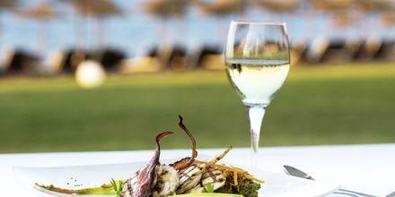 Njut av god mat på hotell Santa Helena Beach i Platanias, Kreta, Grekland.