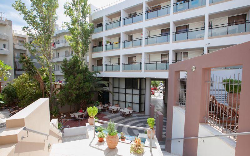 Uteplats på Santa Marina i Agios Nikolaos, Kreta.