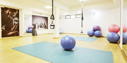 Gymmet på hotell Santa Marina Beach i Agia Marina.