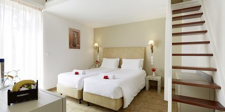 Familjerum i etage på hotell Santa Marina Beach i Agia Marina på Kreta, Grekland.