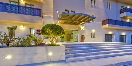 Entré på hotell Santa Marina Beach i Agia Marina på Kreta, Grekland.