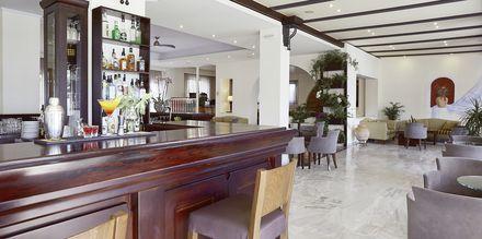 Lobbyn på hotell Santa Marina Beach på Kreta, Grekland.