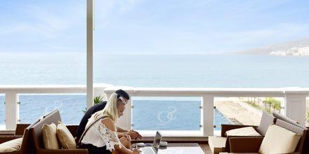 Vy från terrassen på hotell Santa Quaranta i Saranda, Albanien.