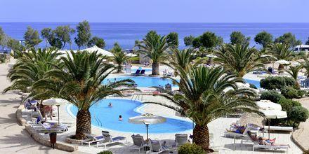 Poolområde på Santo Miramare Resort på Santorini, Grekland.