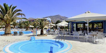 Barnpool på Santo Miramare Resort på Santorini, Grekland.