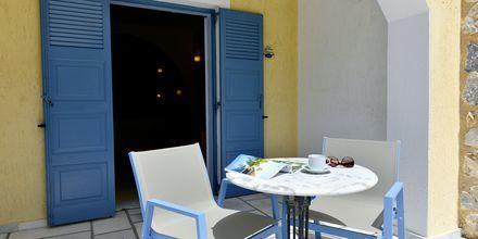 Uteplats på Santo Miramare Resort på Santorini, Grekland.